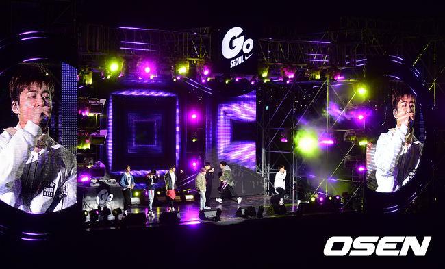 [사진]아이콘,'나이키 새내기들과 즐거운 무대'