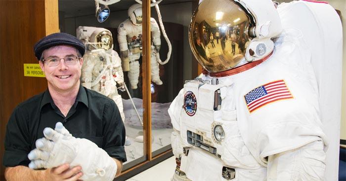 미국 텍사스의 존슨우주센터를 방문한 과학소설 작가 앤디 위어.