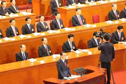 리커창 중국 총리가 5일 베이징 인민대회당에서 개막한 전인대에서 정부업무보고를 발표하고 있다.  /베이징=오광진 특파원