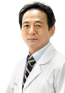 非수술 치료술 'FIMS' 개발한 안강 원장.
