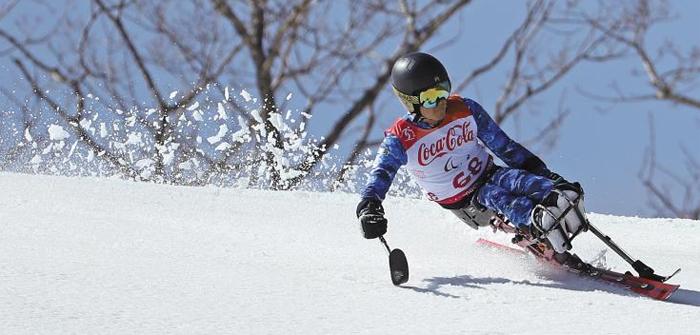 한국 장애인 스키의 '개척자' 한상민이 13일 평창패럴림픽 남자 수퍼복합 대회전(좌식 부문)에 출전해 슬로프를 내려오는 모습. 성적은 12위에 그쳤지만 스키에 대한 그의 열정은 처음 패럴림픽에 출전했던 2002년과 다를 바 없었다.