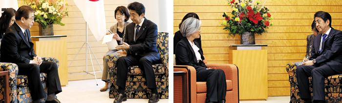강경화 외교장관엔 '의자 차별'하더니… - 13일 일본 도쿄 지요다구 총리공관에서 서훈(왼쪽) 국정원장과 아베 신조 일본 총리가 같은 높이의 의자에 앉아 대화를 나누고 있다. 지난해 12월 강경화 외교부 장관 방문 때는 강 장관 의자가 아베 총리 의자보다 낮았다(오른쪽 사진). 이 때문에 일본이 의자 높이를 이용해 교묘히 차별하는 게 아니냐는 논란이 있었다.