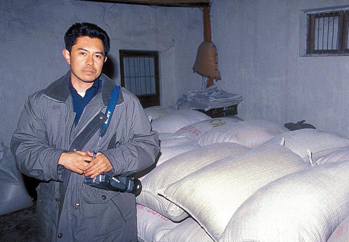 1998년 북한 나진에 지원 식량을 들고 갔을 때.