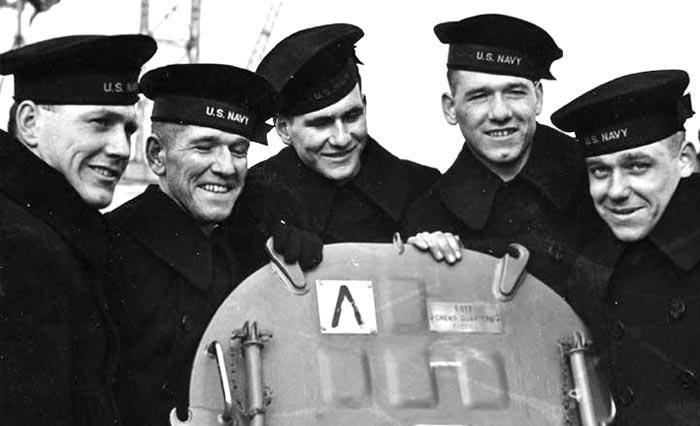 태평양전쟁 중인 1942년 2월 미 해군 군함'주노함'에 탑승한 설리번 5형제.