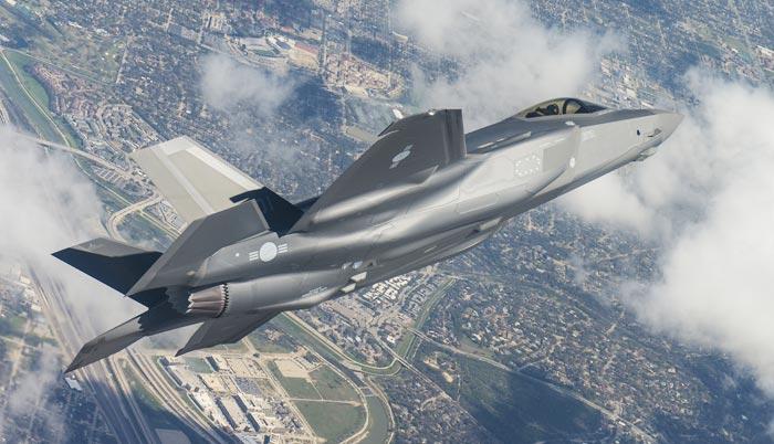 F-35A기가 시험비행 중인 모습. 후미 쪽에 태극 마크가 새겨져 있다.