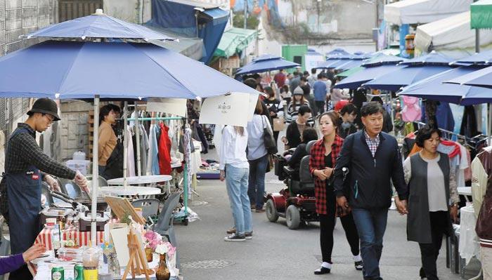 지난해 11월 열린 육림고개 플리마켓'고개넘장'모습.