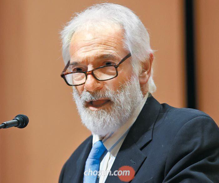 """로버트 갈루치 한미연구소 이사장은 구재회 USKI 소장을 해임하라는 압박을 한국 정부로부터 받았느냐는 질문에""""물론이다""""라고 답했다."""