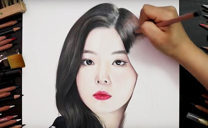 색연필만 이용해 실제 인물과 똑같은 모양의 극사실화를 그려 보이는'드로잉 핸즈'영상.