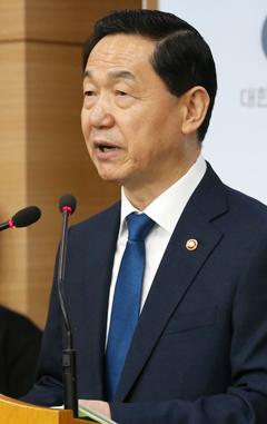 11일'2022학년도 대학 입시 제도 개편안'을 발표하는 김상곤 사회부총리 겸 교육부 장관.