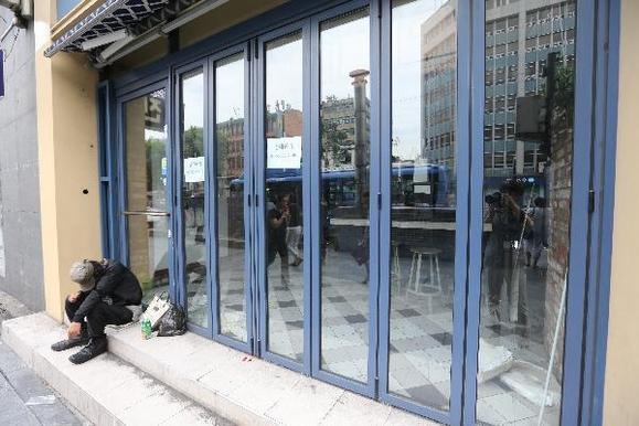 서울 종로의 한 가게가 문을 닫은 채 새로운 임대 광고 문구만 붙어 있다. /사진=조선일보DB