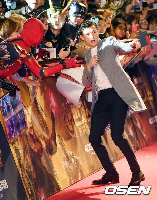 [사진]톰 홀랜드,'스파이더맨! 저쪽을 봐'(어벤져스3 레드카펫)