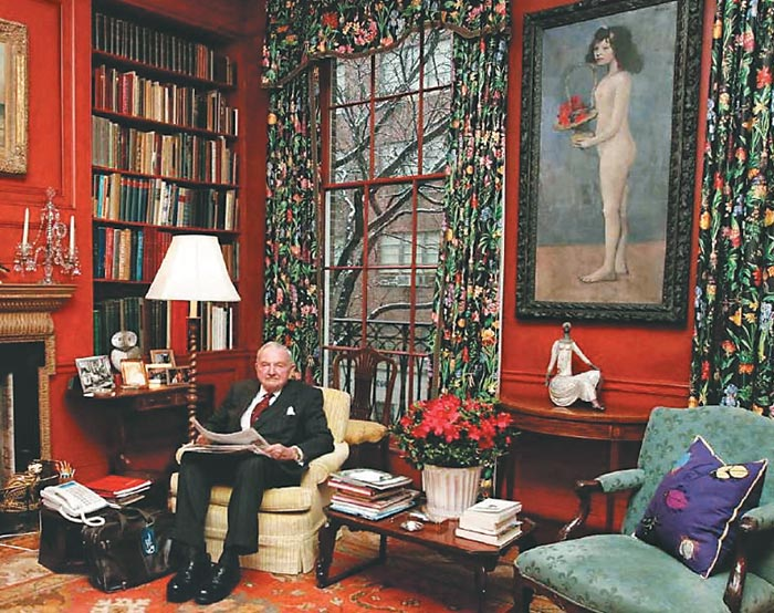 미국 맨해튼 65번가 자택 서재에 앉아 있는 데이비드 록펠러와 파블로 피카소의'꽃바구니를 든 소녀'.