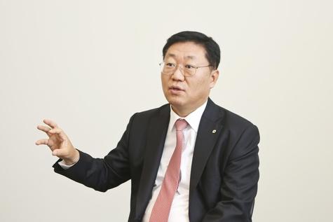 나재철 대신증권 대표가 서울 을지로 사옥에서 조선비즈와 인터뷰를 하고 있는 모습/대신증권 제공