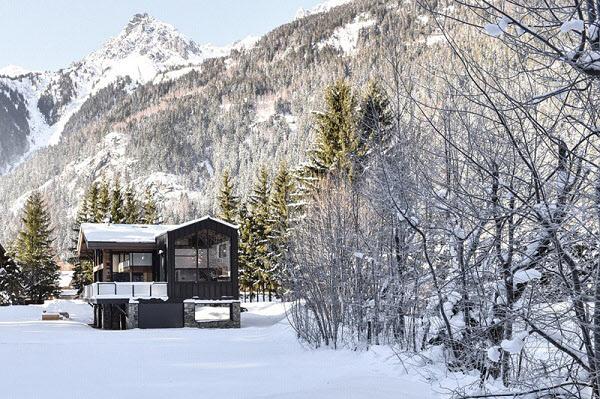 눈덮인 몽블랑 한복판에 지하 수영장 갖춘 목조주택