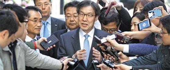 """권오준 """"포스코, 도약 위한 중차대한 시기""""…외압설은 부인"""