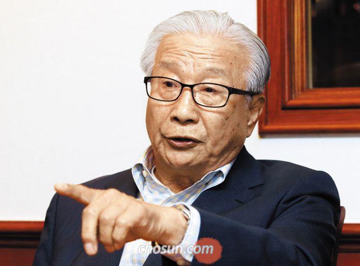 """이동복씨는 """"별 한 개의 정치군인으로 1991년 남북회담에 첫 등장한 김영철은 건방졌다""""고 말했다."""