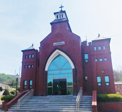 의성 최초의 교회인 비봉교회 전경.