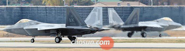 작년 12월 한·미 연합 훈련에 참가한 미 전투기 F-22 모습.