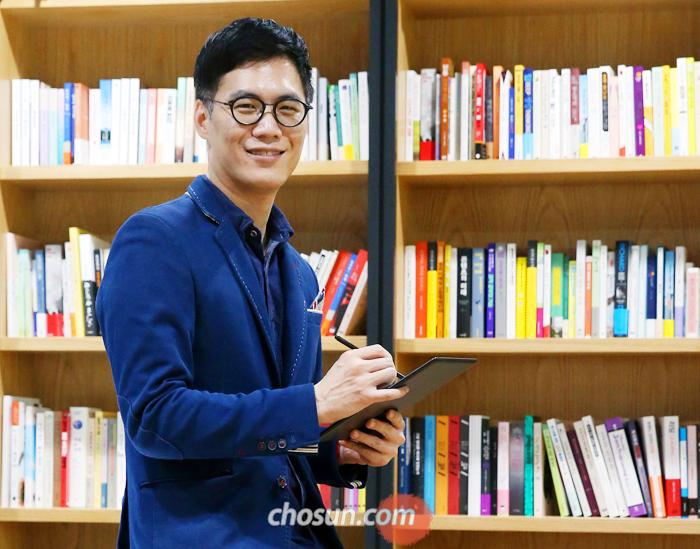 """김석환 예스24 대표는 """"실리콘밸리에선 IT 사업으로 억만장자가 된 사람들이 자기 애들 학교에서는 스크린을 몽땅 빼 버리고 수업하도록 한다""""며 """"창의성은 어린 시절 독서에서 나온다""""고 했다."""