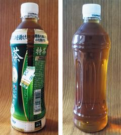 일본 녹차 페트병 음료에 붙은 비닐 라벨에 이중 절취선이 있다(왼쪽). 이 선 윗부분을 잡고 아래로 쭉 내리면 라벨 전체가 깨끗하게 벗겨져 쉽게 재활용할 수 있다(오른쪽).