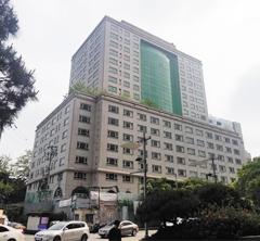 2003년 공사가 중단돼 15년째 방치된 서울 종로구 신문로의 베르시움 빌딩.