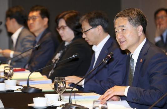 박능후 보건복지부 장관이 4월 27일 서울에서 열린 국민연금 기금운용위원회 회의에 참석해 모두발언을 하고 있다. / 보건복지부 제공