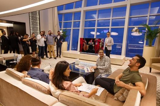 삼성전자가 13일(현지시간)부터 이틀간 두바이의 JW 마르퀴스(JW Marquis) 호텔 69층에 위치한 고급 펜트하우스에서 중동 지역 최초로 2018년형 QLED TV 출시 행사를 열었다./ 삼성전자 제공
