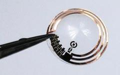 포스텍 한세광 교수팀이 개발한 스마트 콘택트렌즈.