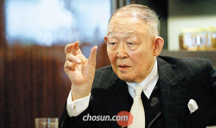 """방찬영 총장은 """"북한이 전체주의를 포기하지 않는 한 남한은 경제 지원을 해서는 안 된다""""고 말했다."""