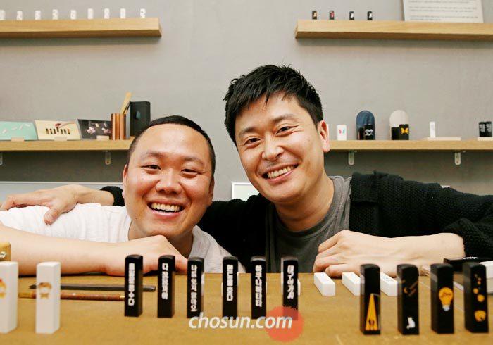 도장 브랜드'파요'를 만든 에이투비 김찬(오른쪽) 대표와 작가 정의방씨.
