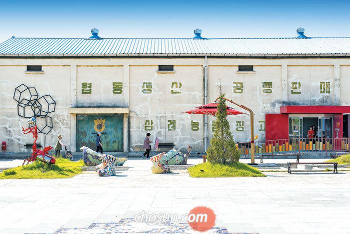 1920년에 지어진 삼례 양곡 창고를 예술 공간으로 바꾼 '삼례문화예술촌'. 옛 창고의 흔적이 고스란히 남아 있다.