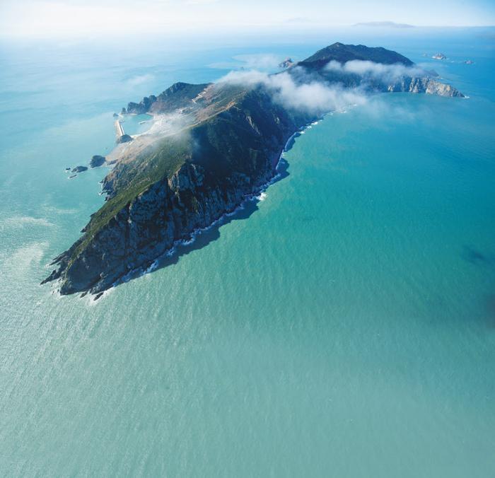 전남 신안 가거도(왼쪽 큰 사진)는 국토 서남단 끝 섬으로, 과거 소흑산도로 불린 어업 전진기지였다.