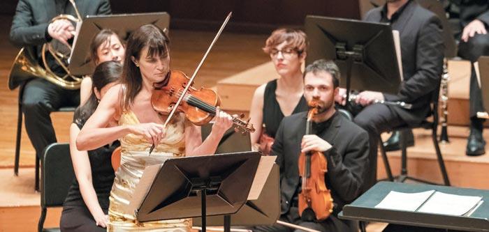 8일 공연에서 앙코르로 아들 미샤가 작곡한 '브라질'을 연주하고 있는 빅토리아 뮬로바.