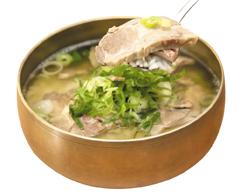 스페인 흑돼지고기 이베리코가 인기를 끌더니 급기야 국밥으로도 등장했다. 서울 서초동 '서반아곰탕'의 이베리코 돼지국밥.