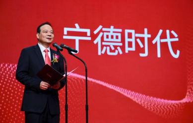 중국 증권시보는 11일 선전 증시에 첫 유니콘이 떴다며 청위친 ATL 전 총재가 창업한 CATL의 상장을 조명했다./증권시보