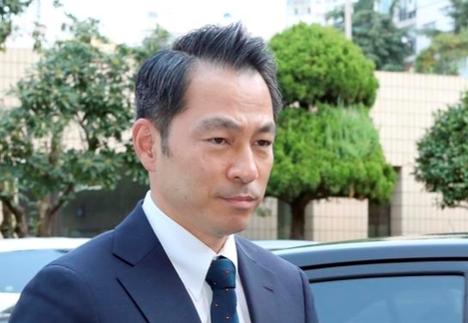 강정석 동아쏘시오홀딩스 회장이 8월 7일 오전 부산지검 동부지청에 들어가고 있다. /연합뉴스