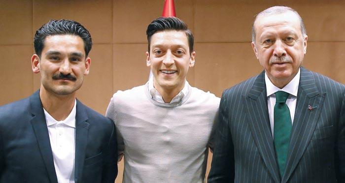 왼쪽부터 귄도간, 외칠, 에르도안 터키 대통령.