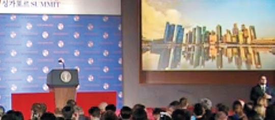12일 도널드 트럼프 미국 대통령의 기자회견장에서 상영된 영상.