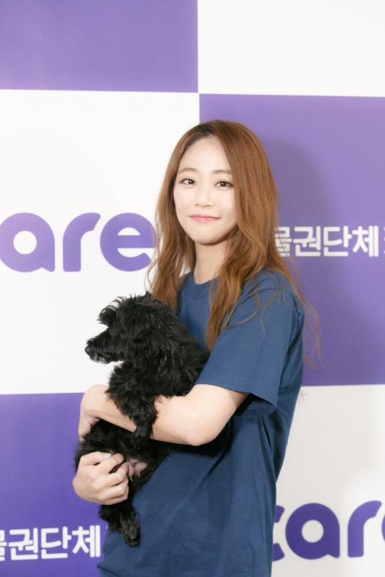 김효진, 동물권단체 케어에 화보 수익금 전액 기부