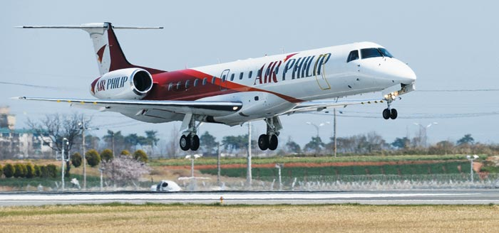 호남 지역을 기반으로 한 신생 항공사인 에어필립의 50인승 항공기 ERJ-145.