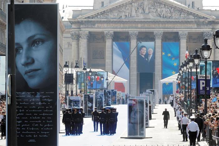 1일 시몬 베유 전 프랑스 보건부 장관의 이장식이 팡테옹에서 진행되고 있다.