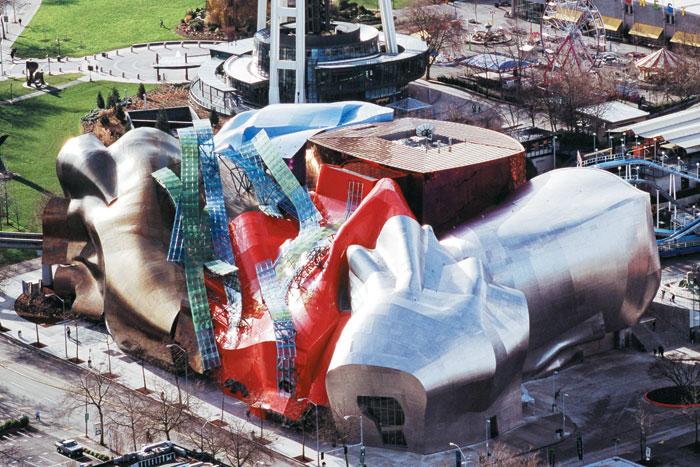 프랭크 게리가 설계한 '뮤지엄 오브 팝 컬처'를 위에서 바라본 모습. 알루미늄을 마구 비틀고 구긴 듯한 형태가 인상적이다.