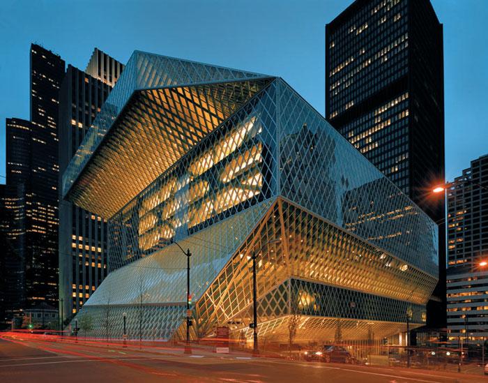 렘 콜하스가 설계한 '시애틀 중앙 도서관'. 유리와 철근으로 된 불규칙한 다면체 모양 등으로 유명하다.