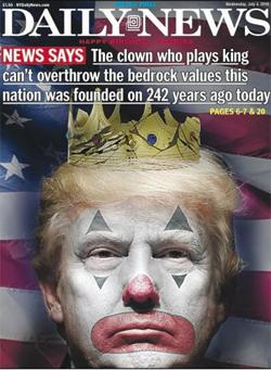 """왕 노릇하는 광대 - 미 일간 뉴욕데일리뉴스가 미국 독립기념일인 4일 자 1면에 광대 분장을 하고 머리에 깨진 왕관을 쓴 도널드 트럼프 대통령의 합성 사진을 실었다. """"왕 노릇 하는 광대는 242년 전 이 나라가 건국할 때 기반을 둔 근본 가치를 뒤엎지는 못할 것""""이라는 제목을 달았다. 사설에서는 """"트럼프 대통령은 국경을 봉쇄하고, 피난처를 찾아온 어머니들을 아이들과 격리하는 데 미국의 강력한 에너지를 쏟아붓고 있다""""고 비판했다. 신문은 그간 트럼프 대통령을 '인종차별주의자(racist)', '닥터 악(惡)(Dr. Evil)' 등으로 지칭하며 비판적 입장을 견지해 왔다."""