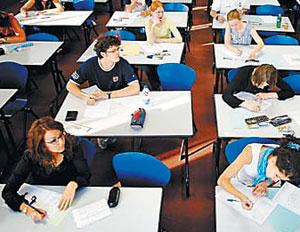 프랑스 학생들이 바칼로레아를 치르는 모습.