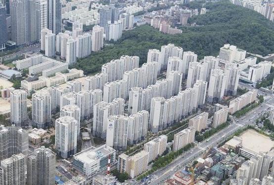 서울 시내 한 아파트 단지 모습. /조선일보DB