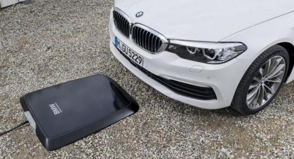 BMW가 7월 중 출시할 예정인 플러그인하이브리드 전용 무선 충전 패드. /BMW 제공