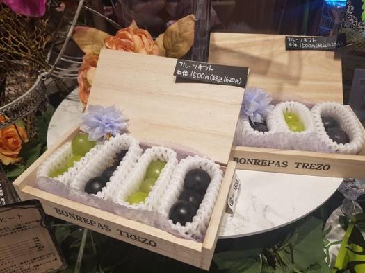 포장과 품질에 공을 들인 본라파스 포도. 12알에 1620엔(약 1만6400원, 세금포함)에 판매된다./유윤정 기자