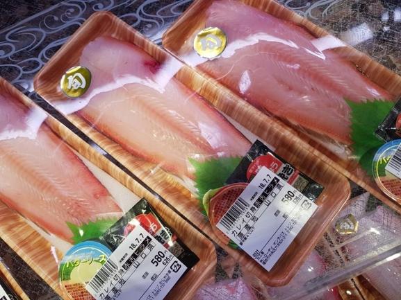후쿠오카의 프리미엄 슈퍼 본라파스 생선코너. 가시를 뺀 상태에서 판매된다./유윤정 기자