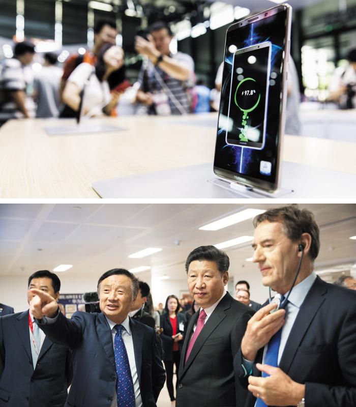 AI 탑재한 화웨이 스마트폰 '메이트 10'(사진 위), 런정페이 회장과 시진핑(사진 아래) - 지난달 13일 상하이에서 열린 'CES 아시아 2018' 전시회에서 관람객들이 화웨이의 최신 스마트폰 '메이트10'을 사용해보고 있다. 화웨이는 이 스마트폰에 자체 기술로 만든 인공지능(AI) 모바일 칩세트를 세계 최초로 적용했다. 2015년 영국 런던 소재 화웨이 사무실을 방문한 시진핑(오른쪽에서 둘째) 중국 국가주석에게 런정페이(왼쪽에서 둘째) 화웨이 창업자가 자사 기술을 설명하고 있다.